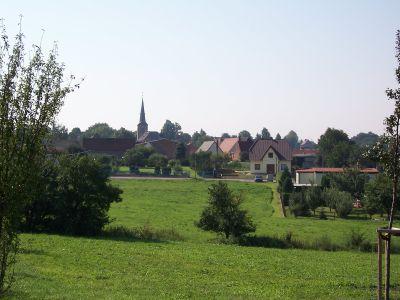 Blick zur Kirche vom Schmiedeweg
