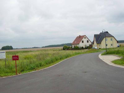 Das Baugebiet ' Am Badeteich' liegt nur etwa 300 m von einem kleinen sehr reizvollen Bade- und Angelsee entfernt.