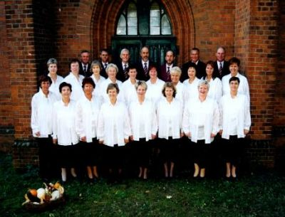 Chor vor der Stüdenitzer Kirche