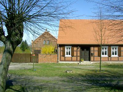typisches Wohnhaus mit Stallgebäude