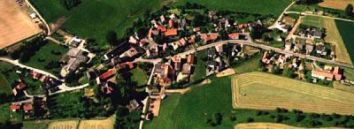 Luftbildansicht von Neu-Eichenberg - Berge