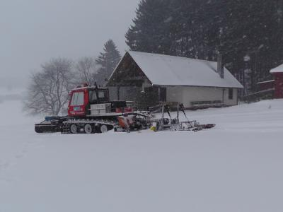 Ski- und Wanderhütte im Winter (Foto: Norbert Denner)