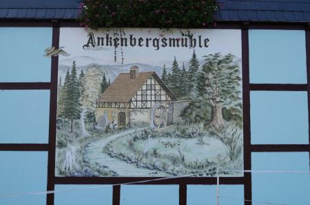 Bild an der Fassade der Ankenbergsmühle