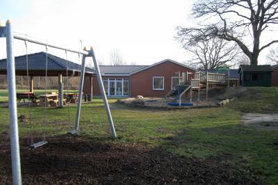 Außengelände mit dem Spielplatz; Quelle: Gemeinde Pohnsdorf