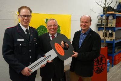 links Gemeindewehrführer Danile Johnsen, Bgm Hans-Heinrich Franke, Architekt Matthias Wohlenberg aus Eckernförde