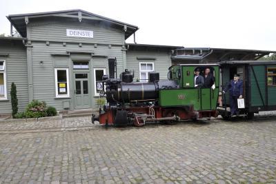 Die Henschellok vor dem Bahnhof Deinste. Foto:Andreas Dittmer