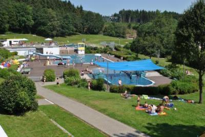 Freibad mit Campingplatz