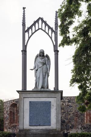 Denkmal mit Glockengestell