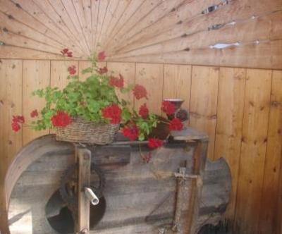 Dies ist eine Windmühle, damit hat man früher die Spreu vom Weizen getrennt