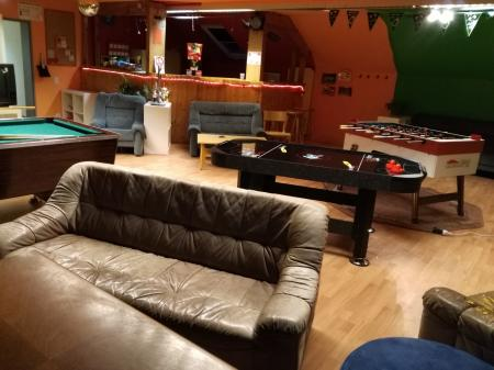 Jugendraum mit Airhockeytisch - einzigartig in unserer Gemeinde!