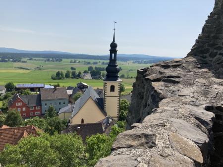 Blick von der Burgmauer Richtung Pfannenstiel