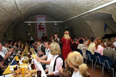Eine mittelalterliche Tafelei ist auch zu Hochzeiten oder anderen Anlässen möglich