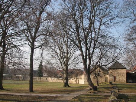 Schlossmauer und Gärtnerhaus