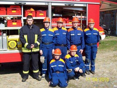 Gruppenfoto JfW Niederjesar mit Jugendwart Ronny Riechart