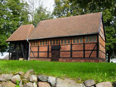 Kirche mit Glockenstuhl