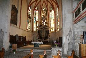 Kirchenchor mit Altar / hall, viewing the altar