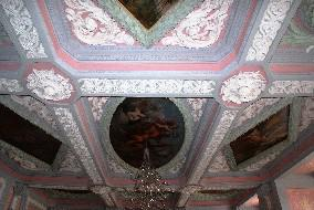 Neunfelderdecke / ceiling in the ballroom