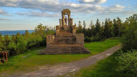 Lange-Berg-Denkmal auf dem Langen Berg in 809 Meter Höhe
