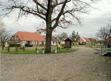 Laaslich: Blick entlang der Dorfstraße