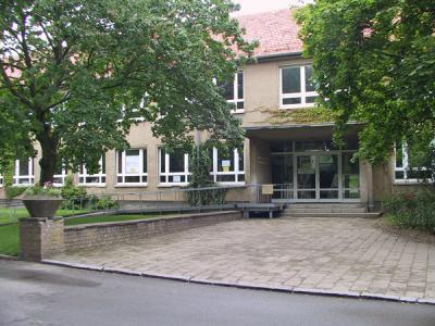 ehemals Schule und heute Mehrzweckgebäude