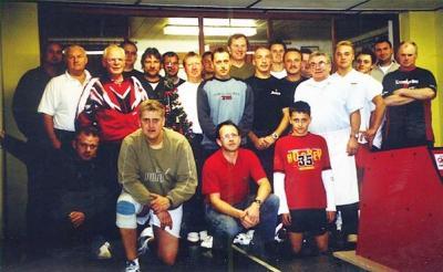 Geimeinsames Foto der Teilnehmer zum Weihnachtskegeln 2005