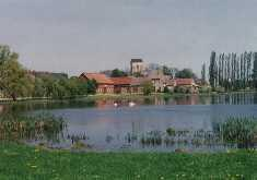 Blick über den Dorfteich in Bandelow