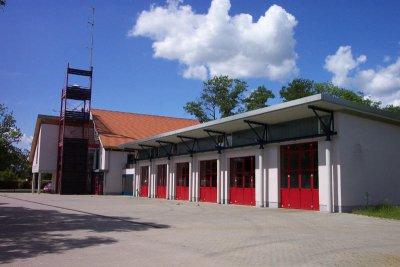 Das moderne Feuerwehrgerätehaus in Burg, Hattener Straße