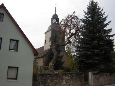 Blick auf die Fischbacher Kirche