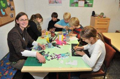 Andrea Gertich (links) ist seit dem 1. Oktober 2011 Leiterin des Rastower Schülerclubs und möchte in Zukunft viele neue Ideen gemeinsam mit den Schülern verwirklichen (Foto: Röpcke)