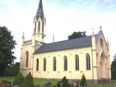 In der neogotischen Kirche finden standesamtliche Trauungen statt.