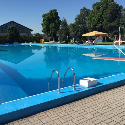 Das Sportbecken des Kaltennordheimer Freibades mit einer Bahnlänge von 50 mtr.
