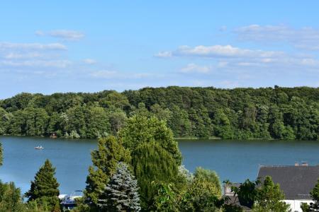 Blick vom Ferienhaus über den See