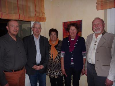 von links: Chorleiter Ulrich Binder, Kassenwart Bodo Zindler, Schriftführerin Marja Schoenmaker, Vorsitzende Hildegard Rauter und Horst Lutz.