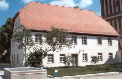 Das rekonstruierte Gemeindehaus in der Kirchstraße