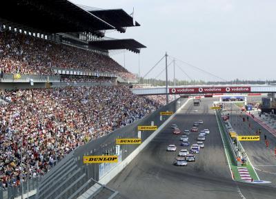 Deutsche Tourenwagen Masters (DTM): Start- und Zielgerade vor der Haupttribüne des EuroSpeedway Lausitz