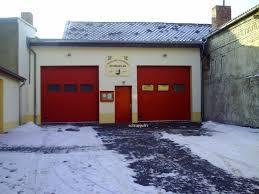 Zur Zeit unterhält die Stadt Schraplau keine freiwillige Feuerwehr , da es weder genügend freiwillige Kameraden , noch geeignetes Führungspersonal gibt . Sobald dieser Misstand behoben ist , wird versucht ein Neustart zu machen .