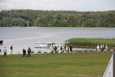 Ganzlin am Plauer See, das Vila Vita Seedorf bekam zur Eröffnung 2011 Besuch vom Plauer Wasserflugzeug