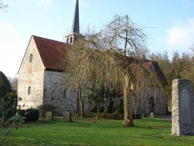 Vor rd. 900 Jahren wurde die Wanderuper Kirche als romanische Feldsteinkirche erbaut.