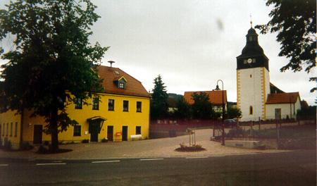 Ortsmitte - Blick auf die Kirche