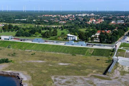 Weinberg und IBA-Terrassen von der Seeseite aus (Archivbild)