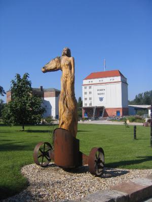 Skulptur auf dem Gelände der Herrenmühle