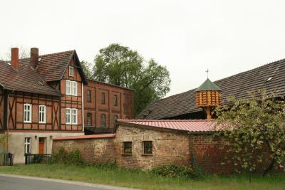 Die Schmogrower Mühle mit ihrem Taubenturm ist ein besonderer Blickpunkt in Schmogrow.