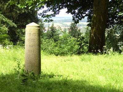 Gedenkstein auf der Friedrich-Franzens-Höhe