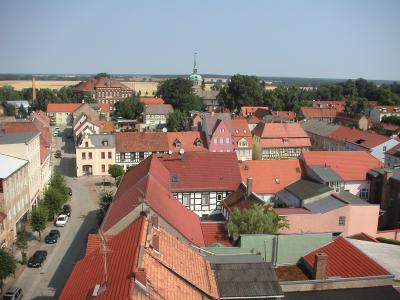 Nördlicher Blick vom Rathausturm zur Kirche Sankt Marien