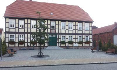 Im alten Rathaus befindet sich heute die Bibliothek mit der Stadtinformation