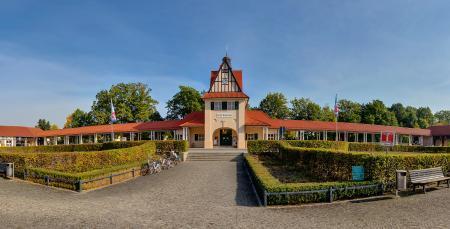 Das Bahnhofsgebäude mit der Tourist-Info in Bad Saarow
