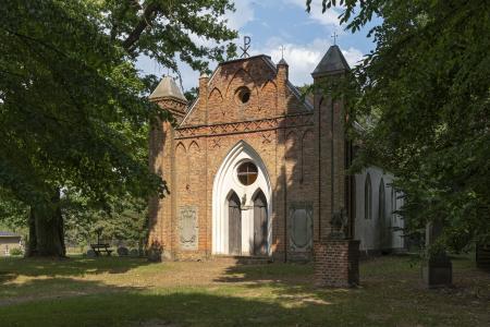 Backsteinkirche im Park Tornow