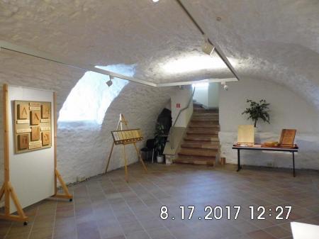 Zugang zu den Austellungsräumen im Gewölbekeller der Propstei