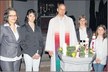 Foto zu Meldung: Osternacht mit Kerzenlicht, Gospel und vier Taufen