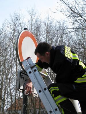 Foto zur Meldung: Frühjahrsputz am Feuerwehrgerätehaus
